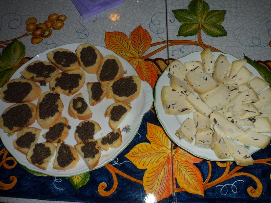 Crostini con salsa al tartufo nero friulano e formaggi