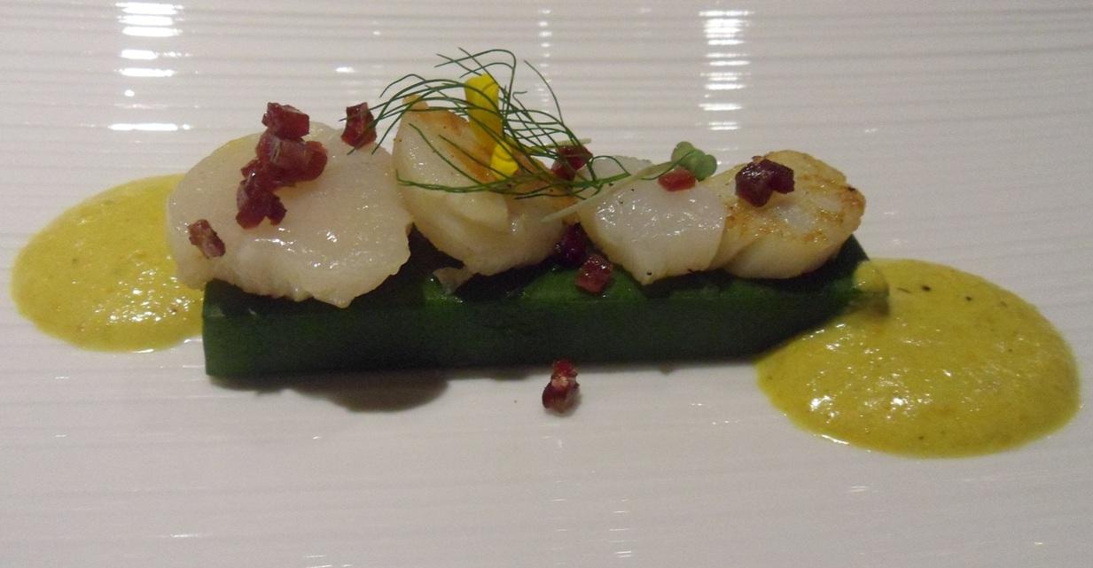 Compressione di zucchine, sale di prosciutto, tartare di cappesante e salsa ai fiori di zucchine by Emanuele Scarello
