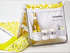 Clos on the go by Trina Turk