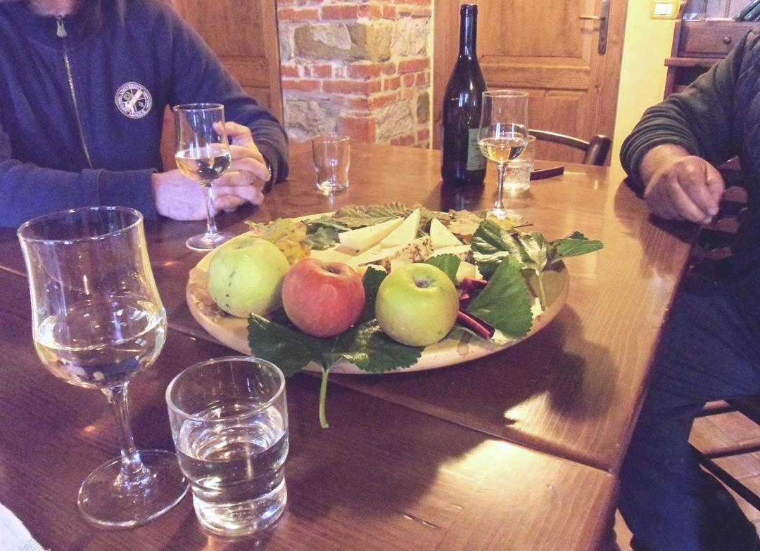 Degustazione di formaggi e vino