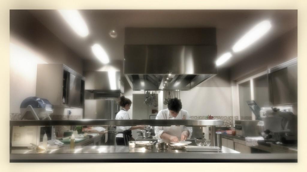 Antonia Klugmann all'opera nella sua cucina