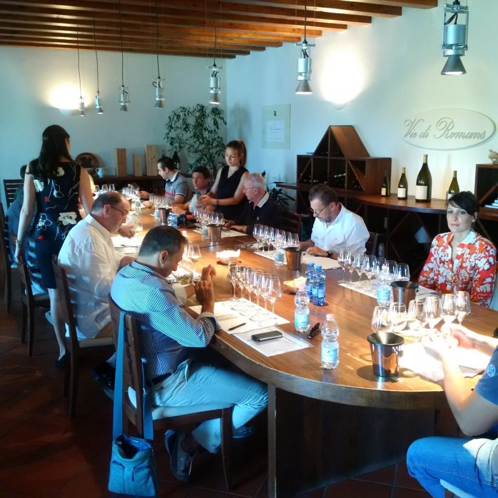 La degustazione dei vini in concorso